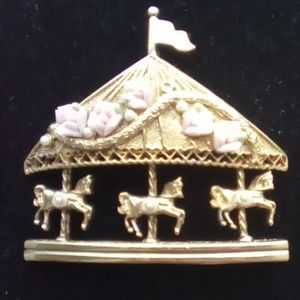 Vintage Jewelry - Vtg 3 Horse Gold Plated Carousel Brooch Pin.